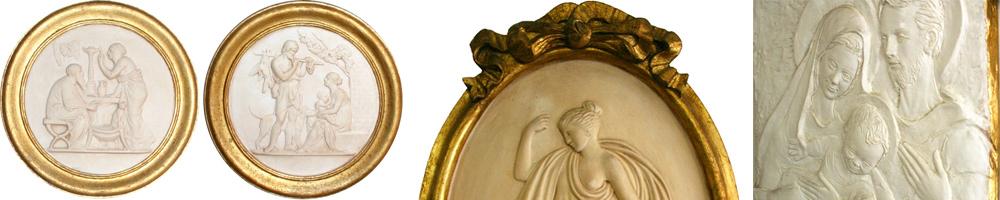 Reliefs aus Gips mit Goldarbeiten